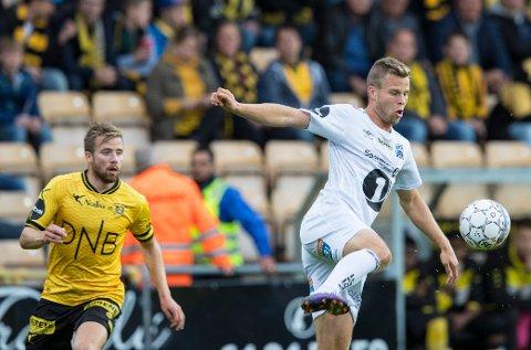 Gleder seg: Olav Øby gleder seg stort til sesongstart med FFK. Her fra en tidligere batalje mot Simen Rafn.