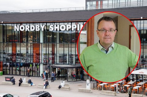 FRUSTRERT: Administrerende direktør ved Nordby Shoppingcenter, Ulf Palm, er frustrert over norske myndigheters Sverige-strategi. Han mener smittevern-samarbeid hadde vært veien å gå.