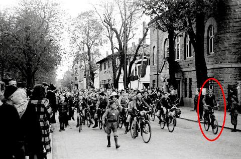 Lengst til høyre på dette historiske bildet ser du Kjell Edgar Evensen, som da var 14 år.