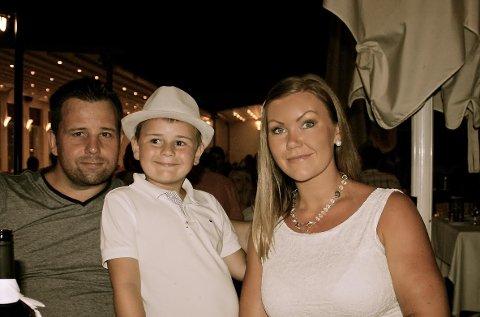 VAR OMBORD: Benedicte Reinholdtsen, samboeren Helge Morten Steffenak og deres sønn Christoffer, som i dag er snart åtte, var ombord i Widerøemaskinen under den dramatiske flyturen i 2010.