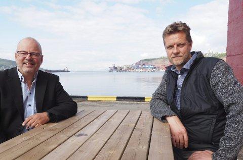 Marked: Stig Winther og Terje Aunevik i Pole Position Logistics ser et stort potensial i tjenesteyting til de rundt 200 malmskipene som anløper Narvik årlig, og inviterer til et samarbeid for å flytte omsetning inn til bedriftene i Narvikregionen.  Foto: Terje Næsje