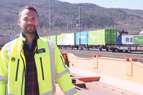 VIL GI ARBEIDSPLASSER: Terminalsjef for Cargonet i Narvik, André Bårdsen, mener at den økte kapasiteten som kommer på Narvikterminalen vil resultere i mer gods og flere arbeidsplasser.