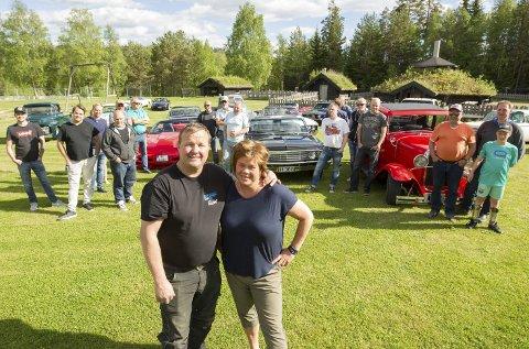 Biltreff: Med god hjelp av American Car Club of Glåmdal arrangerer Robert og Anne Nygård biltreff på Persmoen for første gang. Foto: Kjell R. Hermansen