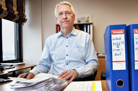 ALVORLIG: Bostyrer Geir Langhelle beskriver lovbruddene som alvorlige og står klar til å beslaglegge penger som kommer på bordet når Oddbjørn Smørbøl skal innløse gården gjennom odelssøksmål.