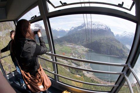 Gondol: I Loen bor det 596 innbyggere. I Lillehammer ca. 28 000. Da må det vel være mulig å få til noe slikt her også? Foto: Terje Pedersen / NTB scanpix