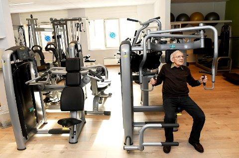 Jacob Sagflaten (94) på treningssenteret på Otta. Her trener han fast en gang i uka - bare avbrutt nå siste tida av en stygg influensa. - Jeg takker de mange fjellturene mine for at jeg er såpass frisk i dag.