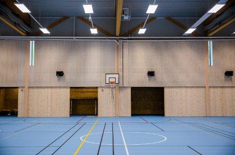 Tirsdag presenterte regjeringen datoen for åpning av landets barnehager og skoler. Her fra gymsalen på Nordre Ål skole.