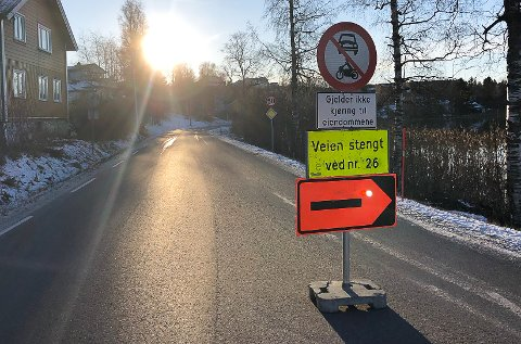 KALVSJØ: Her er skiltet på Kalvsjø i retning Jevnaker.