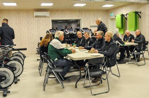 TRENINGSSAL: Skihuset har et eget treningsrom med ulike apparater. Under åpningen ble salen riktignok brukt til kakespising.
