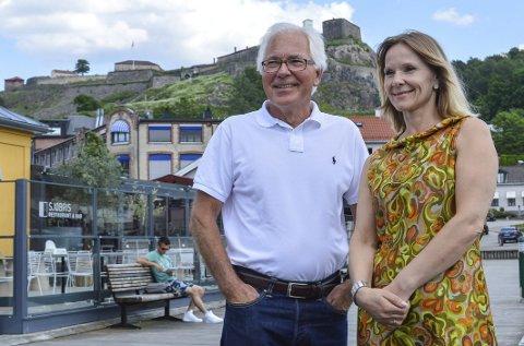 Glade: Marita Rognøy er kjempeglad for at Kjell Hagen og Sparebankstiftelsen Halden til sammen har bidratt med hele 775.000 kroner til den «Den hvite dame»