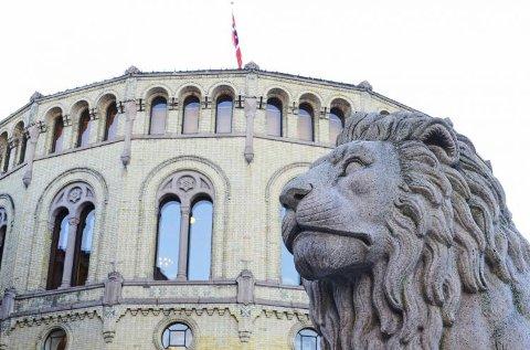 ENDRING: Østfoldbenken på Stortinget kan gå fra blå-blått til rødgrønt fra høsten, viser en ny meningsmåling for Amedia i Østfold.