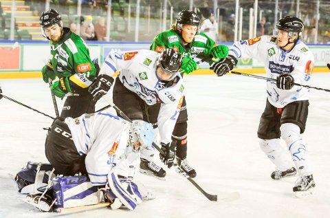 FORLATER COMET: Markus Resberg Mikalsen (midt i bildet) skal spille for Stjernen i Getligaen kommende sesong.