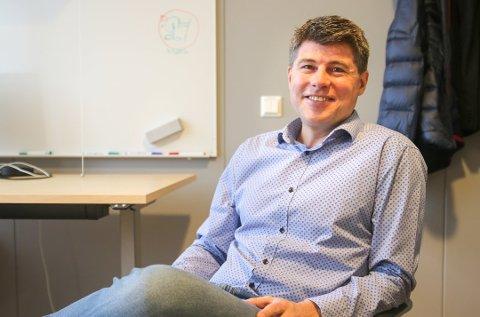 Jens-Petter Berget i Halden kommune oppfordrer næringslivsledere i Halden til å svare på spørreundersøkelse.