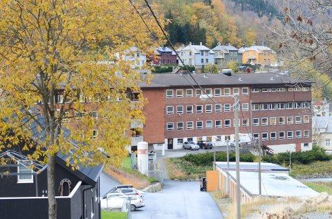 Politiet fann den mistenkte utføre Odda sjukehus.
