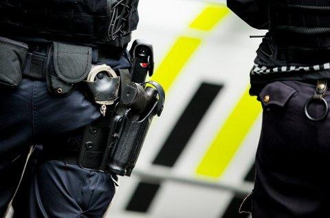 BEVÆPNET: Det ligger ingen konkret trussel bak bevæpningen, som skal trygge større folkeansamlinger.