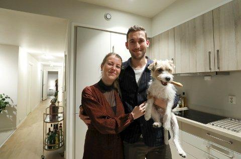 FRA TRE TIL FIRE: Til våren blir familien til Benjamin Tiedemann, Louise Worsøe og hunden Pablo enda større. Da kommer nemlig en baby.