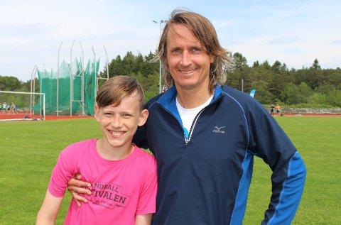 SLO PAPPA: Elias Landøy Rasmussen (t.v.) var tre sekunder raskere enn pappa Karl Johan Rasmussen på 5 km lørdag.