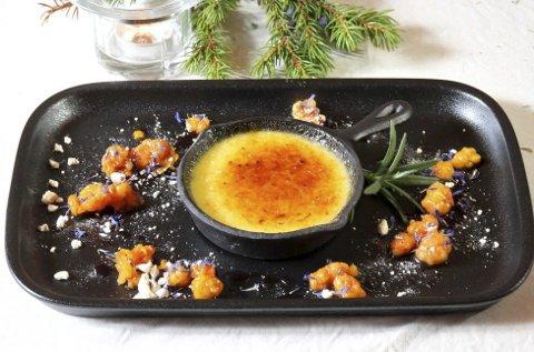 Dessert: Hjemmelaget crème brûlée med smak av rosmarin.