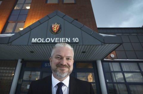 Statsforvalteren i Nordland, Tom Cato Karlsen, oppfordrer folk til å holde detaljer om distribusjonen av vaksiner for seg selv.