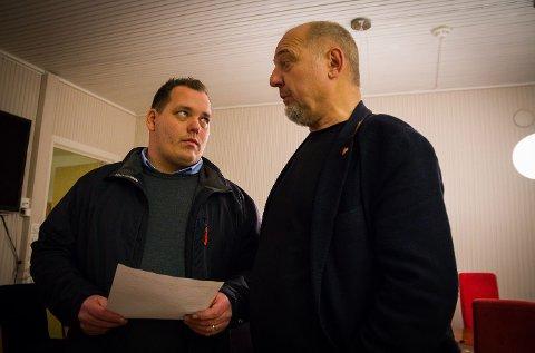 FORNØYDE KARER: Tillitsvalgt Henning Bråten og ordfører Rune Rafaelsen er svært tilfredse med løsningen som kom på plass like etter klokken 17:00 torsdag.