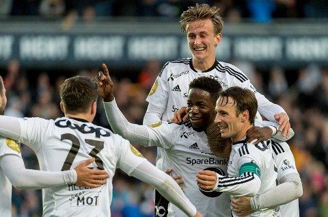 Rosenborgs gutter jubler etter 3-0 av Mushaga Bakenga (midten) i eliteseriekampen mellom RBK og VIF på Lerkendal stadion.