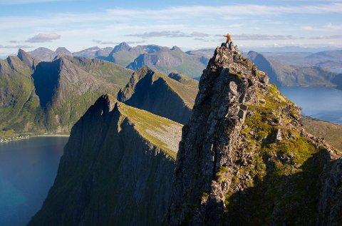 Senja topper Andreas Orsets ti på topp-liste. Her ser vi det 635 m høye Husfjellet.