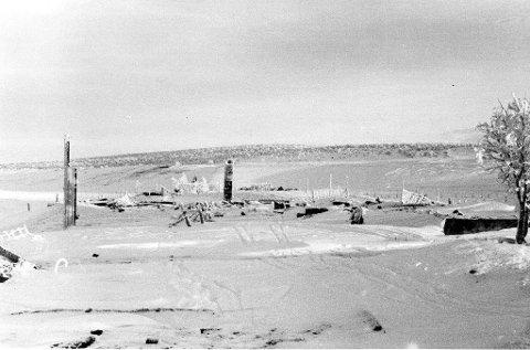 BRANN PÅ VIDDA: Dette bildet er fra Kautokeino, som ble brent så sent som i januar 1945. Dette bildet er datert 20. november 1944. Illustrasjon.