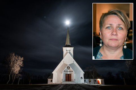 HOLDER ÅPENT: Lakselv kirke holder åpent utover kvelden, og ordfører Aina Borch sier at det gjøres vurderinger om tiltak.