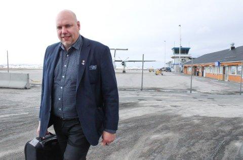 JUBLER: Ordfører Hans-Jacob Bønå sier seg godt fornøyd etter  nyhetene om at Vadsø lufthavn kan bli utvidet.
