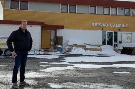 KONKURS: Før koronaen kom brukte Arve Udstuen flere hundre tusen kroner av private midler for å pusse opp. Nå er Repvåg Camping-Nordkapp slått konkurs.