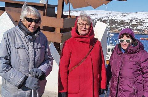 I SENTRUM: Turid Hansen, Annelise Mo, og Lisa Dahl fulgte med på markeringen i sentrum.