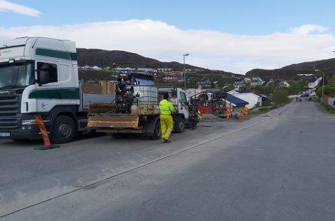 FOR HOMENET: Her jobbes det for Homenet i Mellomveien i Rypefjord.
