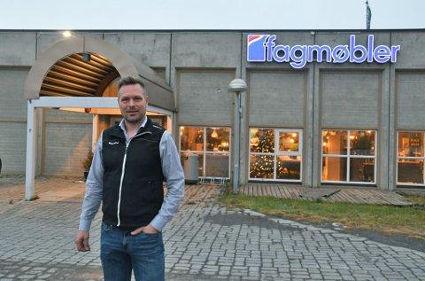 GODT FJORÅR: - Over all forventning, sier Håvard Mannsverk hos Fagmøbler i Alta, om fjoråret.