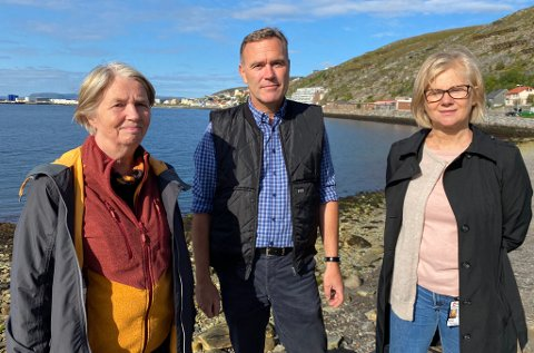 MOLLAFJÆRAS VENNER: Fra venstre: Randi Gustavsen, Sofus Olsen og Grethe Nissen.
