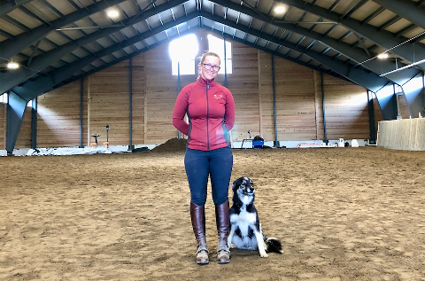 SUKSESS: Eier av Sæteråsen gård, Anne-Rebekka Kulseng-Hansen, har hatt et godt år etter at det nye ridehuset sto klart.