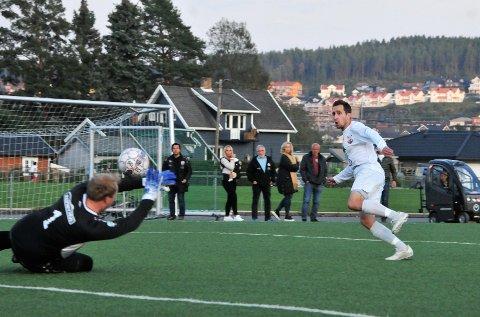 1-0: Lars-Eirik Svardahl har kommet fri og banker inn 1-0 etter 16 minutter. Alle foto: Øivind Eriksen