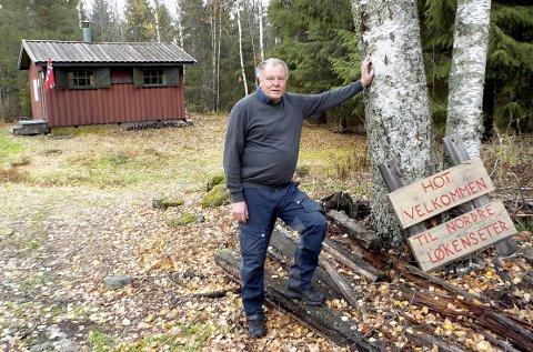 JUBILEUM: Knut Slemdal har vært hyttevakt her på Nordre Løkenseter i 25 år- like lenge som nåværende bygning har eksistert. begge FOTO: LARS IVAR HORDNES