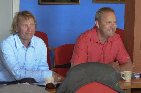 NYTT SELSKAP: Miljøpartiets Per-Erik Schulze (t.v.) fikk selskap av partiløse Grunde Knudsen under torsdagens kommunestyremøte.