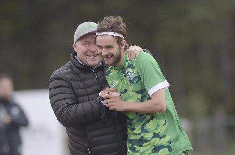 Nest-trener Steffen Landro (t.v.) risikerer å miste Johnny Furdal til Brann. Men strilene har allerede erstatteren på plass. (Arkivfoto: Magne Turøy).