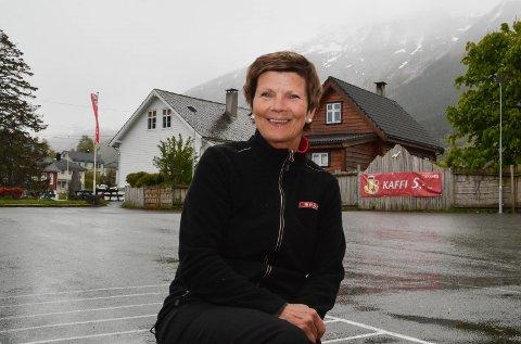 NY DAGLEG LEIAR: Bente Lie Nilsen tar over som dagleg leiar for Sparebank1-stiftinga Kvinnherad, etter noverande dagleg leiar Daniel Morso.