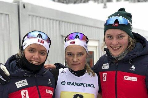 FEMTEPLASS: Mari Wetterhus (t.v.), Juni Arnekleiv og Hilde Fosse ble nummer fem på stafetten i junior-VM. (FOTO: OLE JOHN HOSTVEDT)