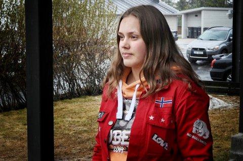 I vinter skrev Caroline Aurland (18) en oppgave om skoleskyting i USA. Dette hadde hun friskt i minne da hun så væpnet politi løp rundt på hennes egen skole, Numedal videregående, tidlig fredag ettermiddag.
