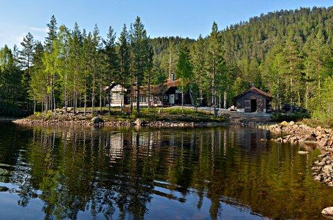 GJØRES KLAR: Pråmvika er den første av hyttene til Kongsberg og Omegns Turistforening som åpner.