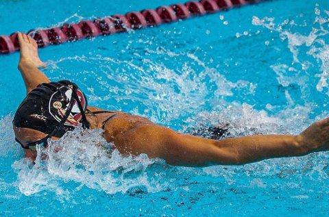 PÅ PALLEN: Kongsbergjenta Jenny Marie Halden  var ikke helt fornøyd etter svømme-NM hvor det ble sølv på 50 meter butterfly og bronse på 100 meter butterfly. FOTO: PRIVAT
