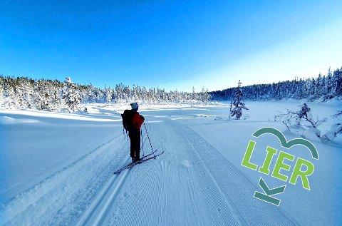 Fjellturen: Runden rundt Hovlandsfjell er en lettkupert runde med mange utsiktsperler. Her fra lange Heggesjø på Vikersundsiden.