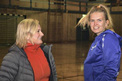 Gir seg: Trine Riis Steiro og Gabrielle Haug gir seg som trenere for Leknes HK damer. Foto: Eirik Eidissen