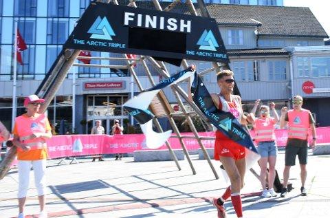 Terje Sandness kan juble for seier på 100-miles, etter å ha tilbakelagt 166 kilometer og 7000 høydemeter.