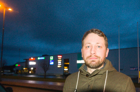 TIL ETTERETNING: Marius Thoresen (R) sier kommunestyret bør butikkansattes meninger til etterretning.