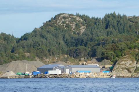 LEVENDELAGER: Alegget på Hausvik omfatter et levendelager for sjømat til Under. Tilltelsen til å lagre skjell må vurderes på nytt.