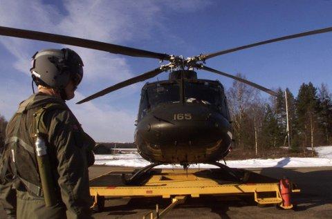 «Å fly med Bell 412 fra Rygge til Rena for å hente spesialstyrken, tar ca. 70 minutter. Skjer det en trussel, vil denne med stor sannsynlighet være over før maskinene fra Rygge har kommet halvveis til Rena», mener Tor Eriksen.